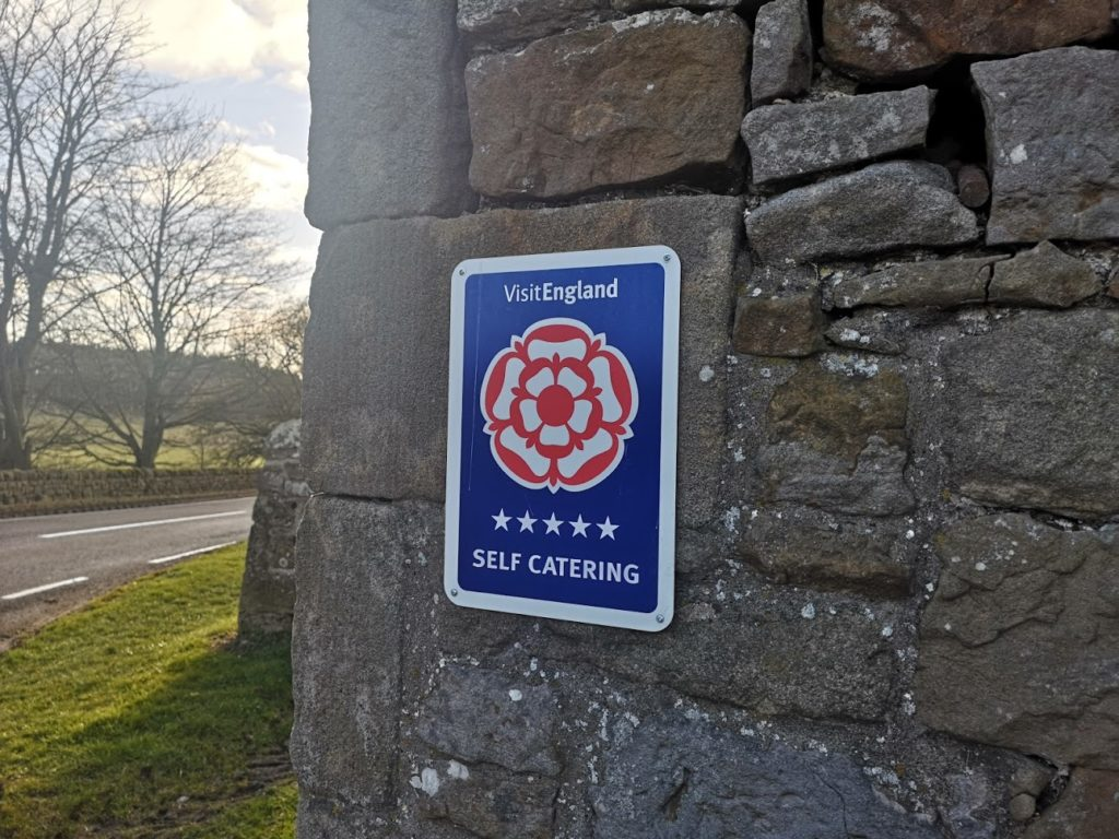 "alt=""five star visit england award plaque"""